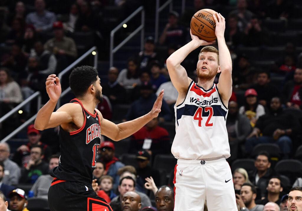 NBA sezona vairs nav aiz kalniem - pirmssezonas spēlē latviešu derbijs