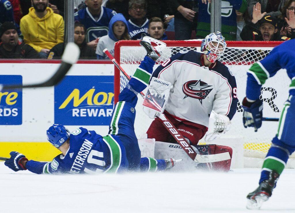 Elvis Merzļikins - no šausmīgas debijas NHL līdz vārtsargu topa augšgalam