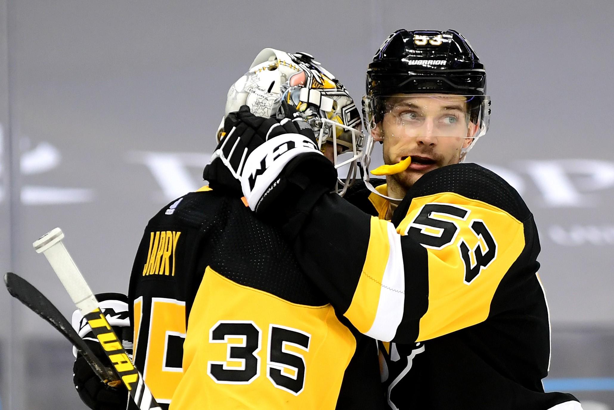 """Divreiz lielāka alga un stabili divi gadi NHL - Bļugers ar """"Penguins"""" noslēdz jaunu līgumu"""