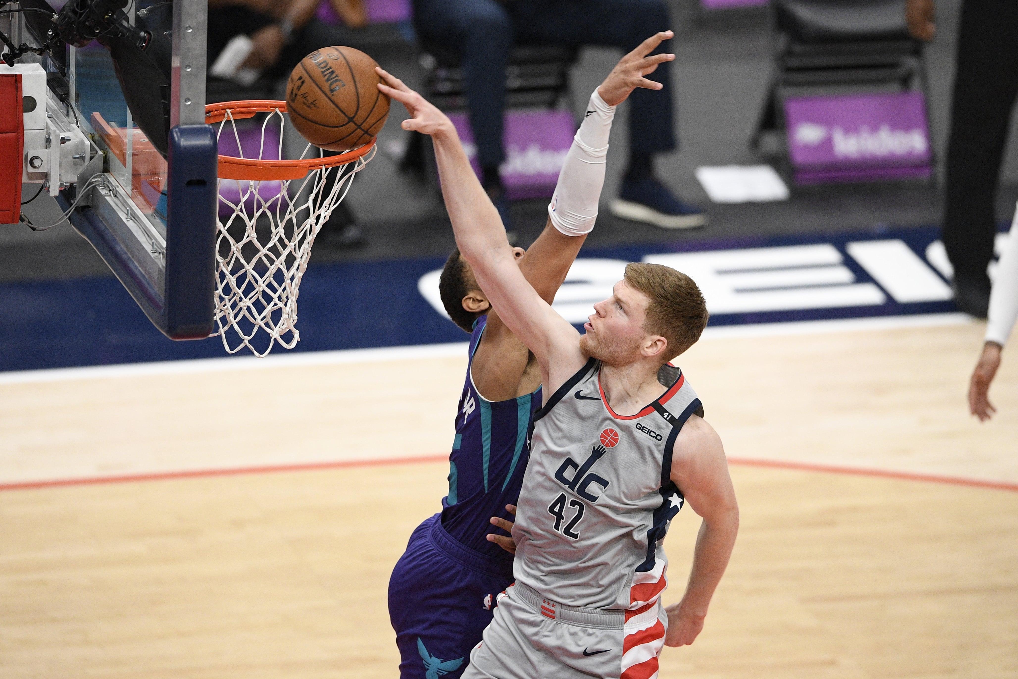 Basketbola izlases nometnē piedalīsies Strēlnieks, Šmits un Dāvis Bertāns, bet ne Porziņģis