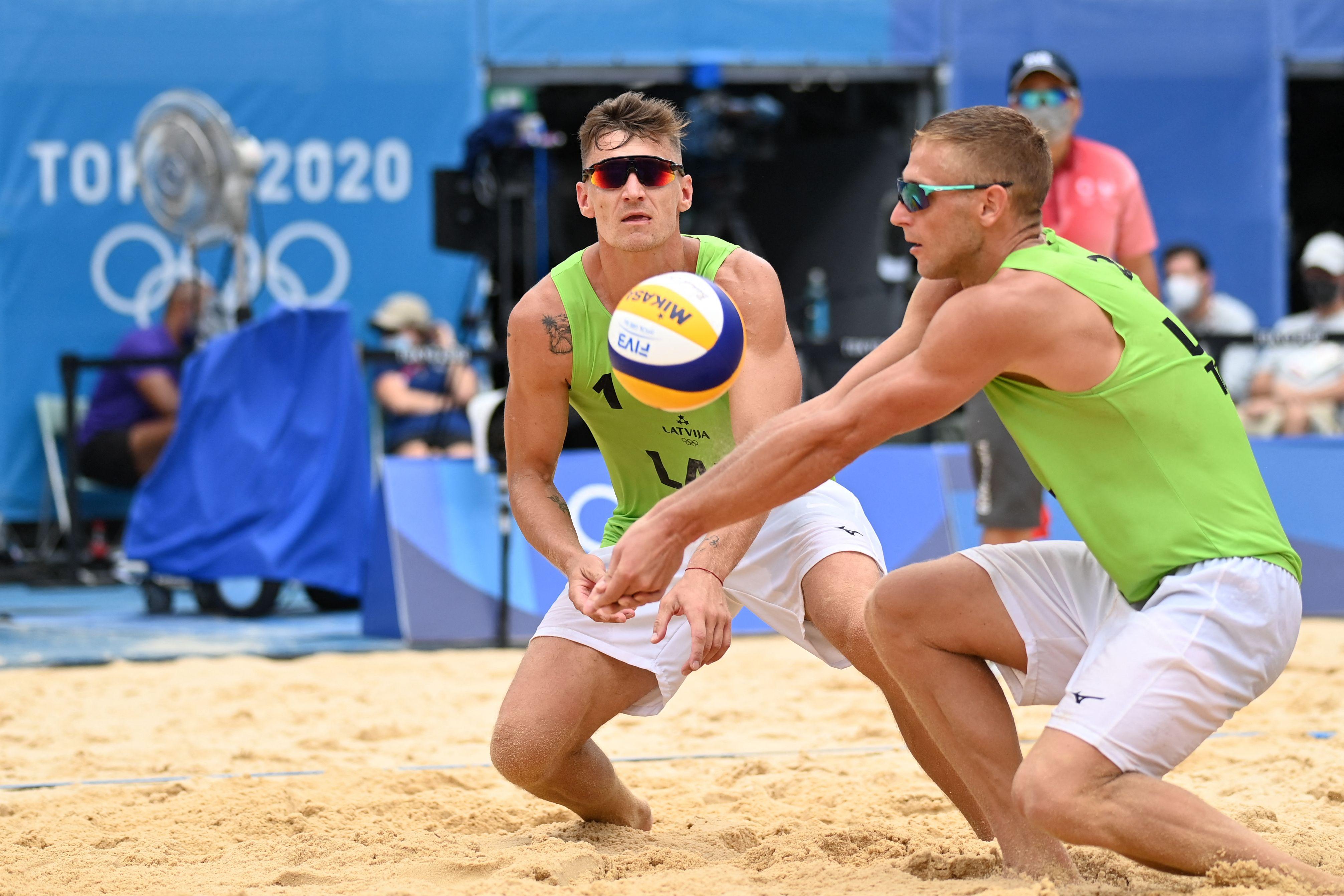 """Vai olimpiskās spēles būs """"izsūkušas"""" mūsu pludmales volejbolistus?"""