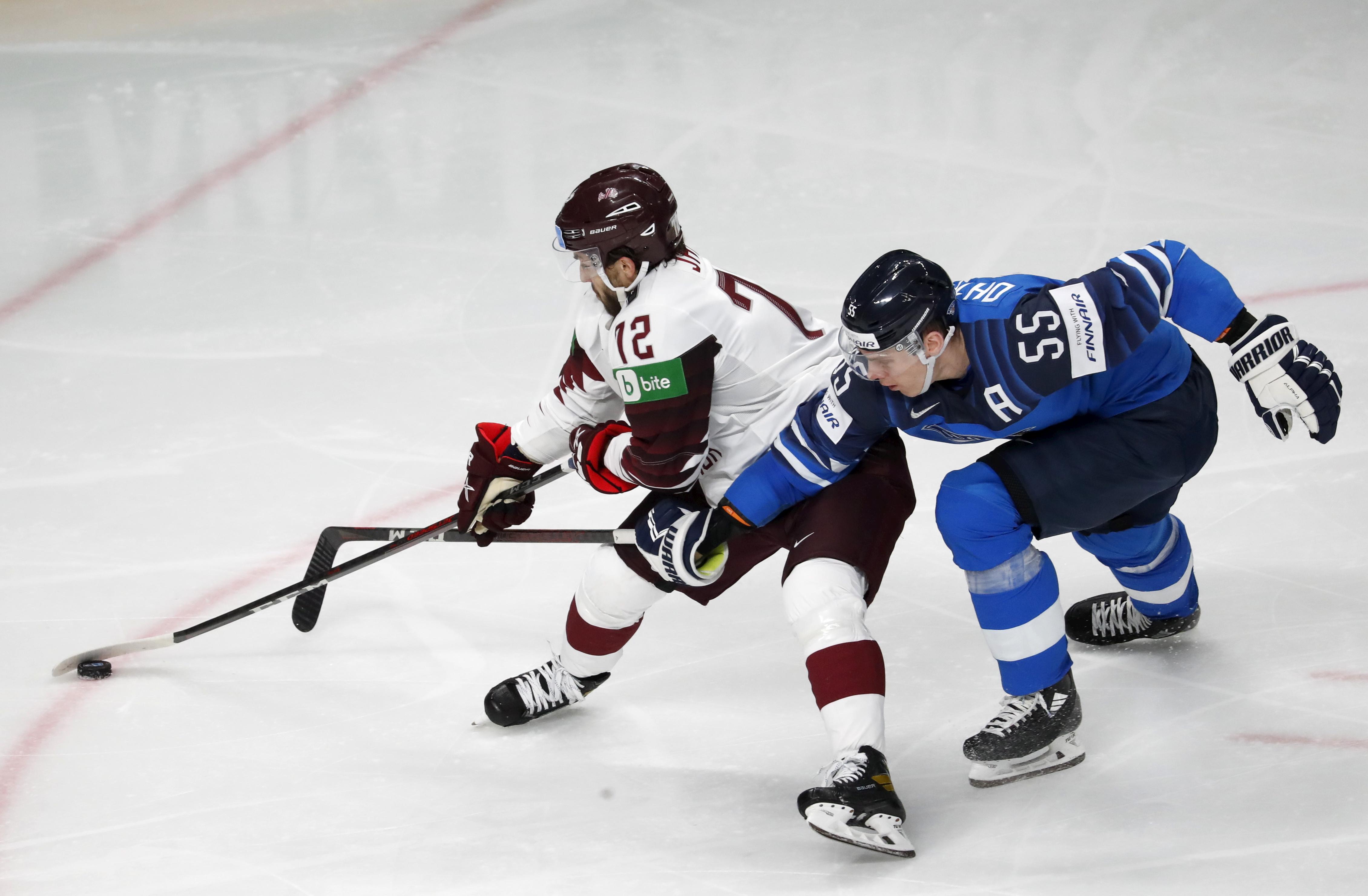 Latvijas izlases hokejists Jānis Jaks atzīts par KHL pirmās nedēļas labāko aizsargu