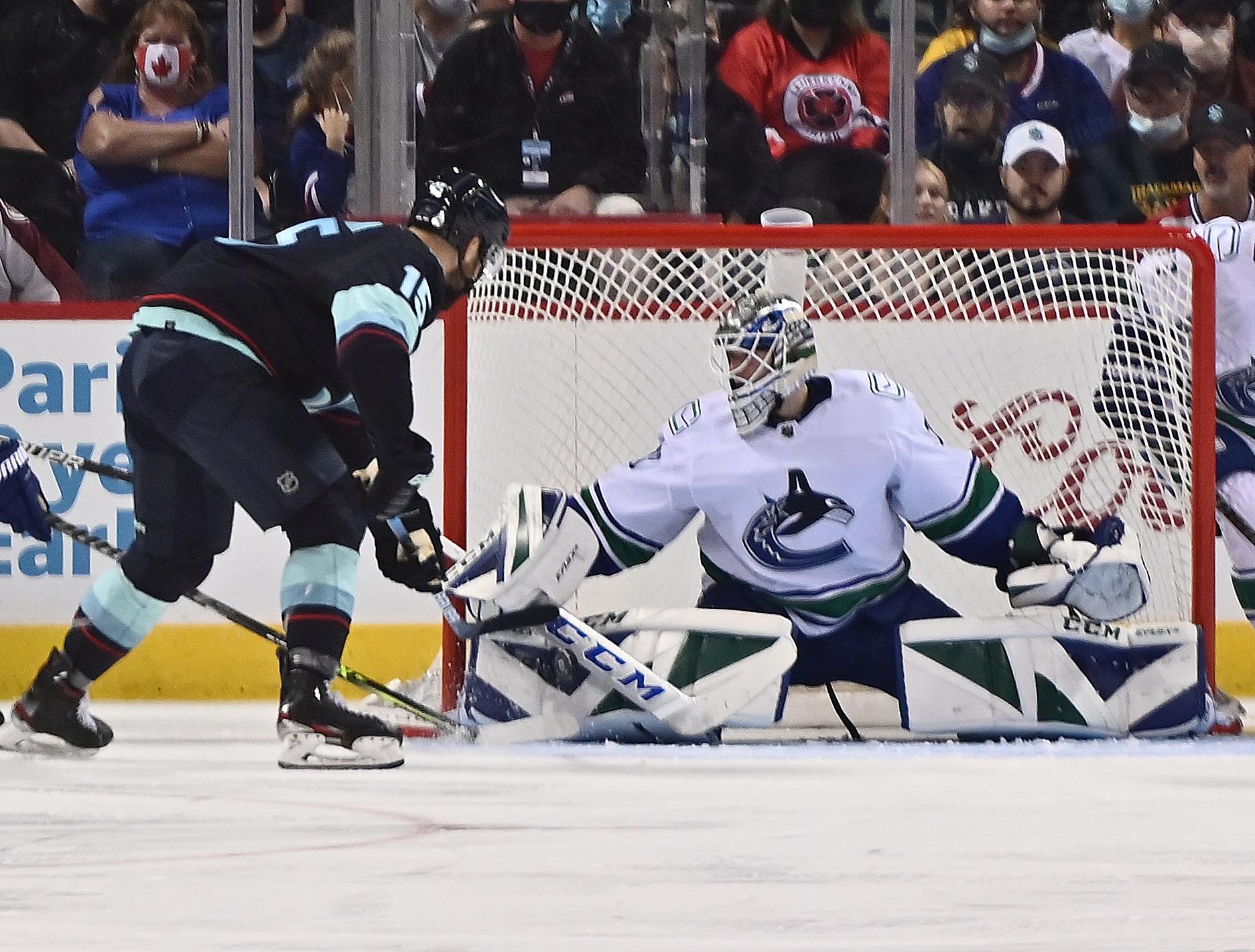 """NHL pārbaudes spēles: Balceram 1+1; """"Canucks"""" vārtus sargā Šilovs"""